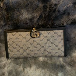 Auth beautiful Vintage Gucci navy/gray wallet